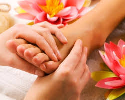relaxing-reflexology-foot-treatment-